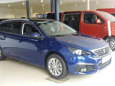 Objevte více informací o vozu Peugeot 308 308 SW ALLURE 1.2 PureTech 130 S&S MAN6 €6.1